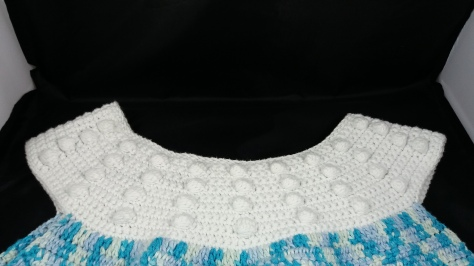 Close up of white Bobble stitch collar with rounded neckline.